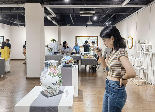 """""""关兰•瓷彩2021""""开幕:艺术是不断探索与思考的过程"""